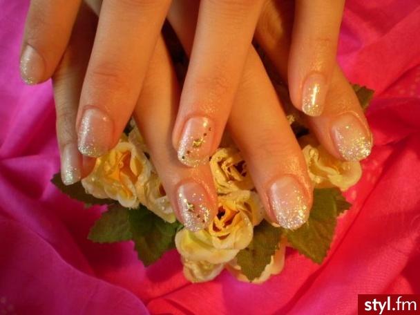 żel położony na naturalnych paznokciach - Paznokcie