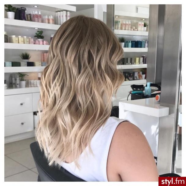Blond Rozpuszczone Kręcone Na co dzień Średnie Fryzury