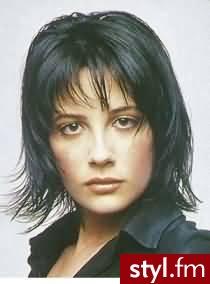 fryzury na 2007. Fryzury - włosy średnie. fryzury na 2007 - Internetowy Katalog Fryzur IKF.com.pl, propozycje fryzur na każdą okazję np. fryzury katalog - Średnie Fryzury