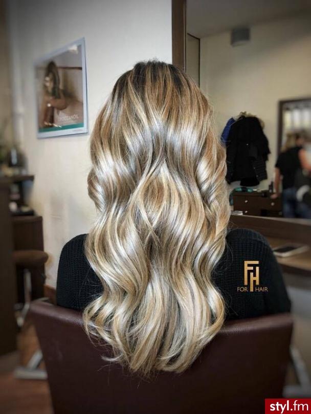 Koloryzacja wykonana przez Wiktorię - Blond Rozpuszczone Proste Fryzury gwiazd Długie Fryzury
