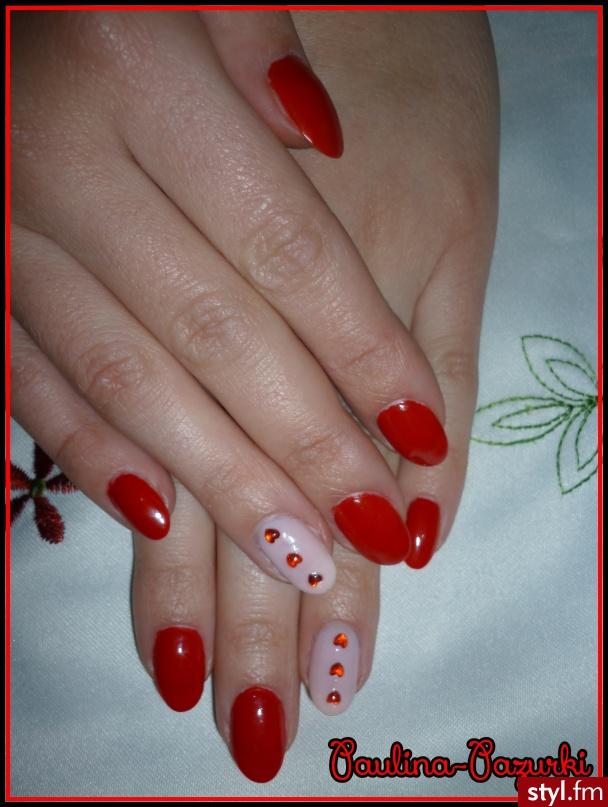 Paznokcie czerwone z serduszkami ;)  - Akryl Paznokcie