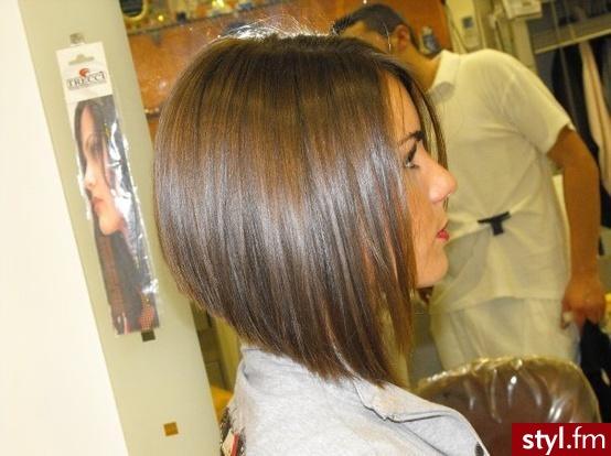 Średniej długości fryzura w odcieniach brązu. Klasyczny bob z ...