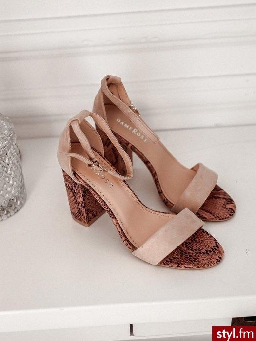 * buty na słupku w różowy wzór wężowy * zapinane na cienki pasek * buty bardzo wygodne dopasowane do stopy https://roseboutique.pl/ - Sandały Buty Moda