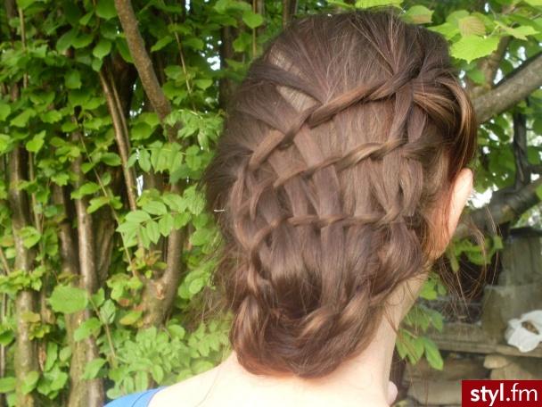 Fryzury Brązowe Włosy Fryzury Długie ślubne Proste Upięcie Brązowe