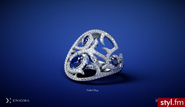 Dążąc do ideału, należy poznać wzór, który posłuży do stworzenia pięknych przedmiotów.  Projektowanie niecodziennych pierścionków, obrączek, czy też zawieszek, wymaga od artysty rozszyfrowania każdej linii, gry świateł i cieni. http://impressimo.pl - Pierścionki Biżuteria Moda