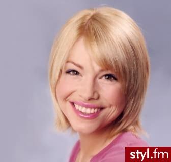najmodniejsze fryzury. Fryzury - włosy średnie. najmodniejsze fryzury - Internetowy Katalog Fryzur IKF.com.pl, propozycje fryzur na każdą okazję np. fryzury na ślub - Średnie Fryzury