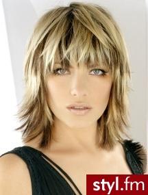 fryzury na codzień. Fryzury - włosy średnie. fryzury na codzień - Internetowy Katalog Fryzur IKF.com.pl, propozycje fryzur na każdą okazję np. fryzury kok - Średnie Fryzury