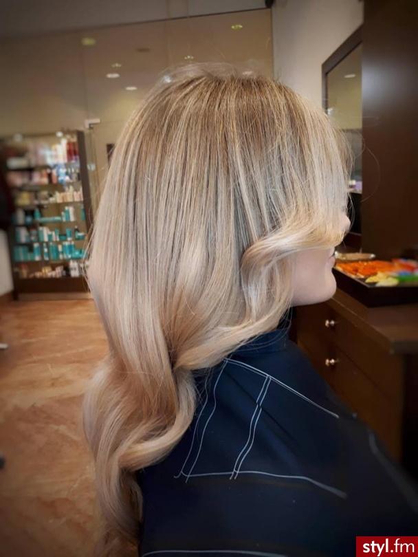 fryzjer warszawa sombre z Olaplex salon for hair moonlight secret - Blond Rozpuszczone Proste Na co dzień Długie Fryzury