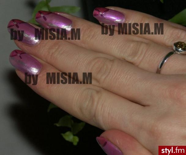 """Trzy fioletowo-różowe kolorki. Troszkę niby cieniowane, robione na """"chybcika""""- tempo ekspresowe:) Lakiery firmy DOR( 3 kolory podkładowe) - Paznokcie"""