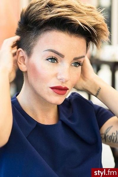 Yulia Volkova - Blond Irokez damski Proste Fryzury gwiazd Krótkie Fryzury