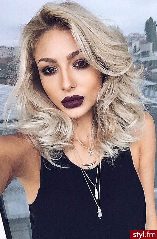 Fryzury Blond Włosy Fryzury średnie Na Co Dzień Kręcone