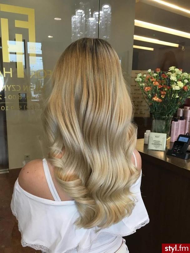 Koloryzacja w wykonaniu Urszuli - Blond Rozpuszczone Proste Fryzury gwiazd Długie Fryzury