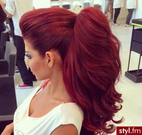 Fryzury Rude Włosy Fryzury Długie Na Co Dzień Kręcone