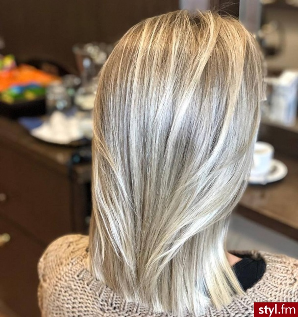 Piękne sombre na włosach długich. https://forhairsobieski.pl/ - Blond Rozpuszczone Proste Na co dzień Średnie Fryzury