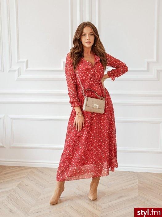 Sukienka wykonana jest z zwiewnego materiału. Posiada gumkę w pasie oraz delikatnie krótszą podszewkę, dzięki czemu świetnie leży. Sukienka zapinana na guziki znajdujące się na wysokości biustu. W zestawie pasek. - Dzienne Sukienki Moda