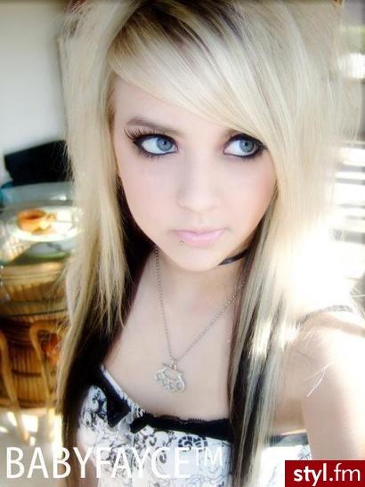 Blond Włosy Z Czarnymi Refleksami