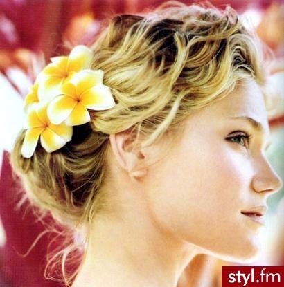 najmodniejsze fryzury 2007. najmodniejsze fryzury 2007 - Internetowy Katalog Fryzur IKF.com.pl, propozycje fryzur na każdą okazję np. dopasowanie fryzury - Średnie Fryzury