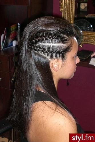 Długie Włosy Z Wplecionymi Warkoczami Stylefm Strona 2