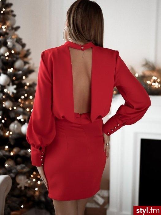Wyobraź sobie idealny wieczór...właśnie taki może być gdy uzupełnisz go czarną, elegancką sukienką z mankietami. Wykonana z gładkiego materiału, posiada lekko bufiaste rękawy. Głębokie wycięcie na plecach nadaje jej charakteru. - Wieczorowe Sukienki Moda
