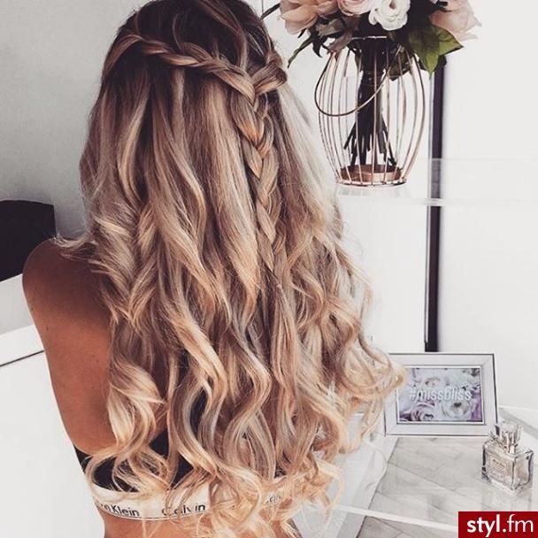 Fryzury Rozpuszczone Włosy Fryzury Długie Na Co Dzień