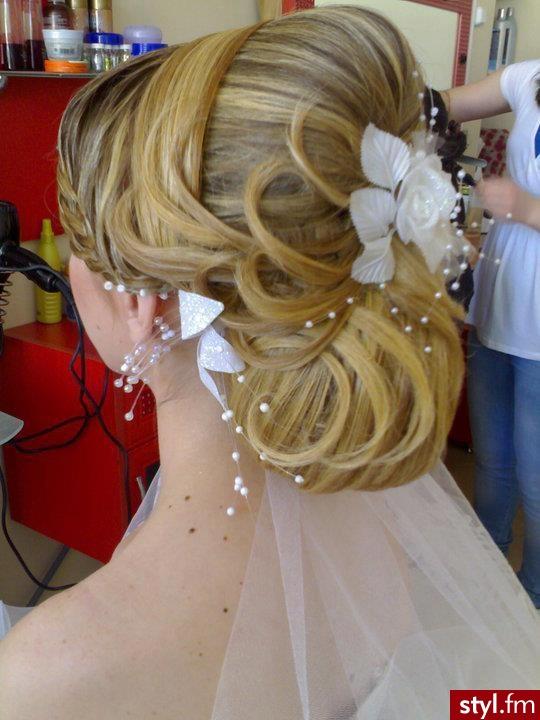 Blond Kok Proste Ślubne Średnie Fryzury