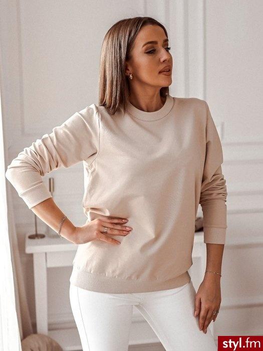 Dodaj opis (max. 250Bawełniana bluza o klasycznym kroju. Idealnie sprawdzi się w wielu casualowych stylizacjach. Równie dobrze wygląda z obcisłymi spodniami. https://roseboutique.pl/ - Bluzy Ciuchy Moda