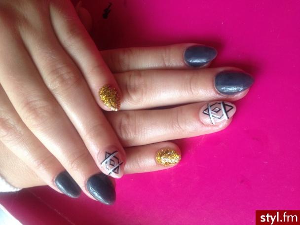 <3 - Migdałki Malowane farbkami Akryl Paznokcie