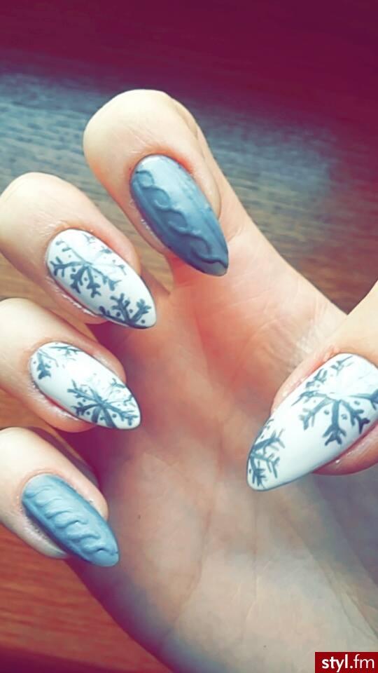 Moje świąteczne paznokcie, sweterki i śnieżynki <3 - Szpice Malowane farbkami Naturalne Paznokcie
