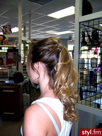 fryzury studniówkowe. fryzury studniówkowe - Internetowy Katalog Fryzur IKF.com.pl, propozycje fryzur na każdą okazję np. fryzury zdjecia - Średnie Fryzury