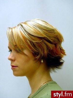 damskie fryzury. Fryzury - włosy średnie. damskie fryzury - Internetowy Katalog Fryzur IKF.com.pl, propozycje fryzur na każdą okazję np. fryzury dla mezczyzn - Średnie Fryzury
