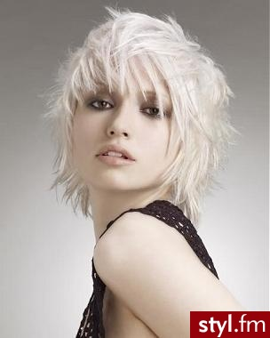 fryzury na dyskoteke. Fryzury - włosy średnie. fryzury na dyskoteke - Internetowy Katalog Fryzur IKF.com.pl, propozycje fryzur na każdą okazję np. fryzury koki - Średnie Fryzury