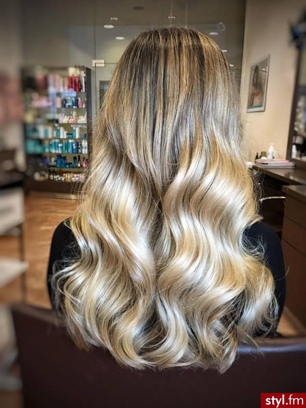 fryzjer warszawa sombre z Olaplex salon for hair - Blond Rozpuszczone Kręcone Na co dzień Długie Fryzury