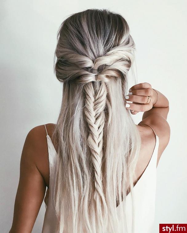 Fryzury Warkocze Włosy Fryzury Długie Na Co Dzień Proste
