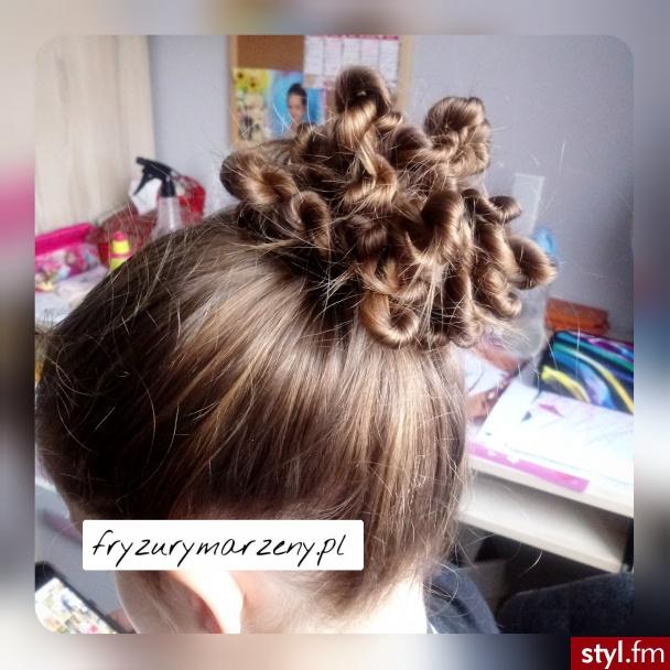 Zakrecony kok to naprawde prosta fryzura  - Długie Fryzury