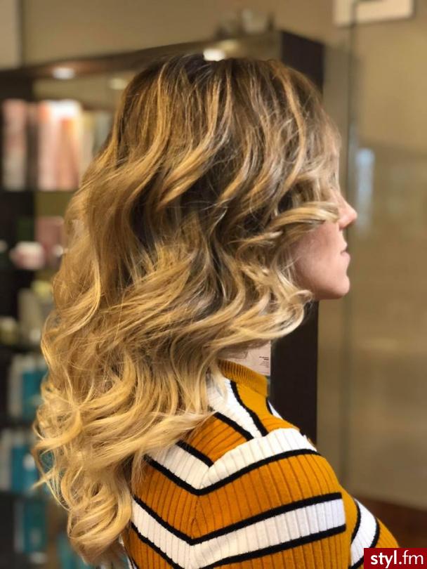 Piękne sombre na włosach długich. https://forhairsobieski.pl/ - Blond Rozpuszczone Kręcone z grzywką Wieczorowe Długie Fryzury