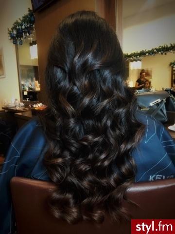 fryzjer warszawa sombre z Olaplex salon for hair - Brązowe Rozpuszczone Kręcone Wieczorowe Długie Fryzury