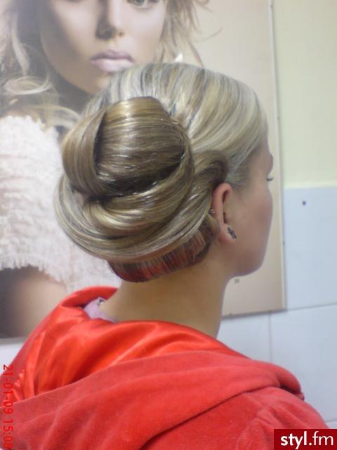 Fryzury Wieczorowe Włosy Fryzury średnie Wieczorowe Asia790 141436