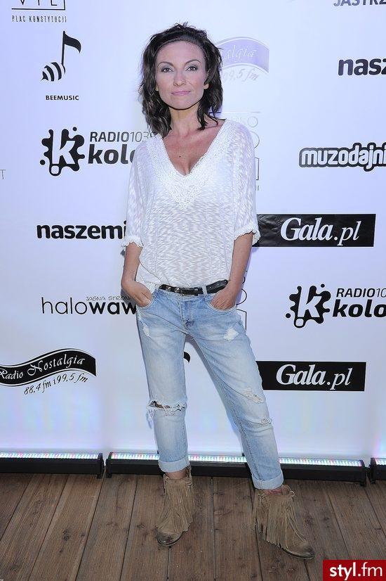 Dziewczyny wiecie może jakiej firmy koszulę ma Pani ze zdjęcia? :) - Koszule Ciuchy Moda
