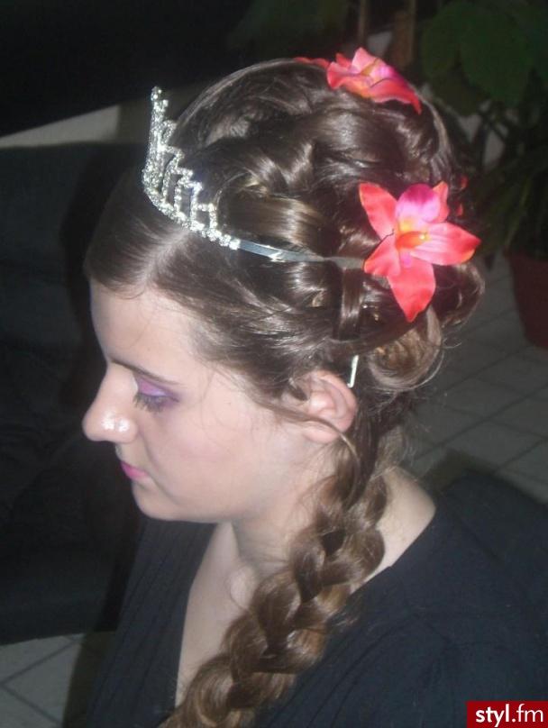 Moncia13 - Brązowe Upięcie Proste Ślubne Długie Fryzury