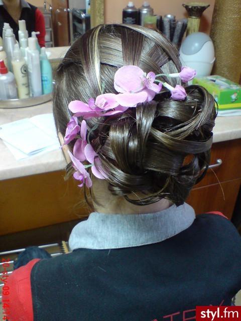 Fryzury Wieczorowe Włosy Fryzury średnie Wieczorowe Czakinka 100411