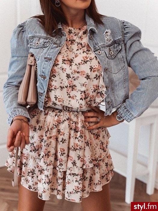 Dodaj opis (max. 25Sukienka wykonana została z delikatnego, szyfonowego materiału. Długie rękawy zakończone zostały gumką. Gumka znajduję się także w talii co sprawia, że sukienka świetnie leży. Dekolt w łódkę. https://roseboutique.pl/ - Dzienne Sukienki Moda