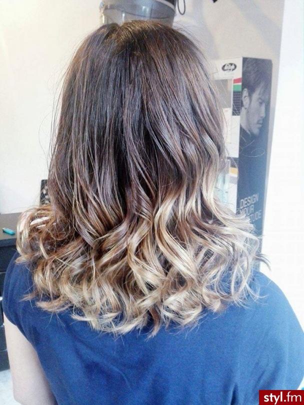 Salon Janette Chrzanów - Blond Rozpuszczone Kręcone Na co dzień Średnie Fryzury