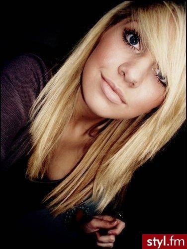 średnie Blond Włosy Ze Skośną Grzywką Strona 6