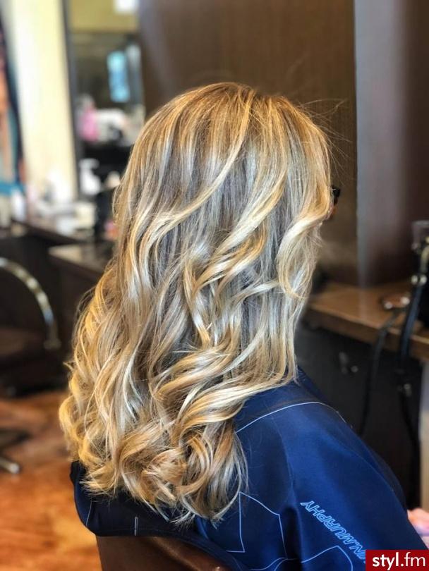 https://forhair.salon/ - Blond Rozpuszczone Kręcone Na co dzień Długie Fryzury