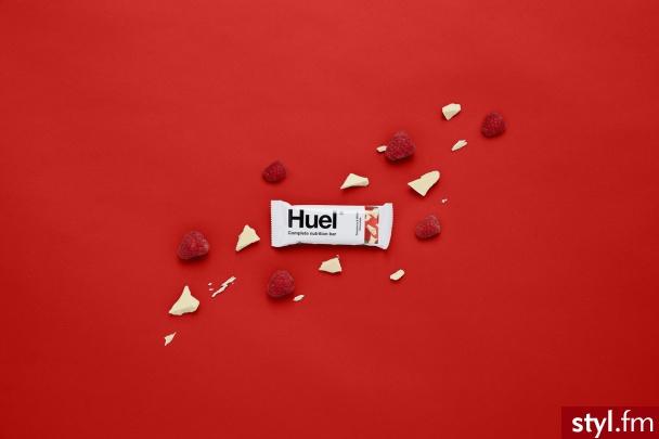 Dziś Huel wprowadza nowy baton. Produkt jest wegański, a przy zaledwie 200 kcal, jest zrobiony z prawdziwych kawałków malin pękających w ustach i zrównoważony słodyczą wiórków z białej czekolady. Dostępny od dziś online https://pl.huel.com/ - Kuchnia