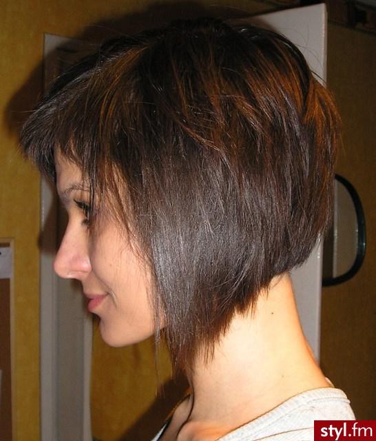Fryzura Na Boba Pazia Krótka Fryzura Z Ciemnych Włosów Z Grzywką