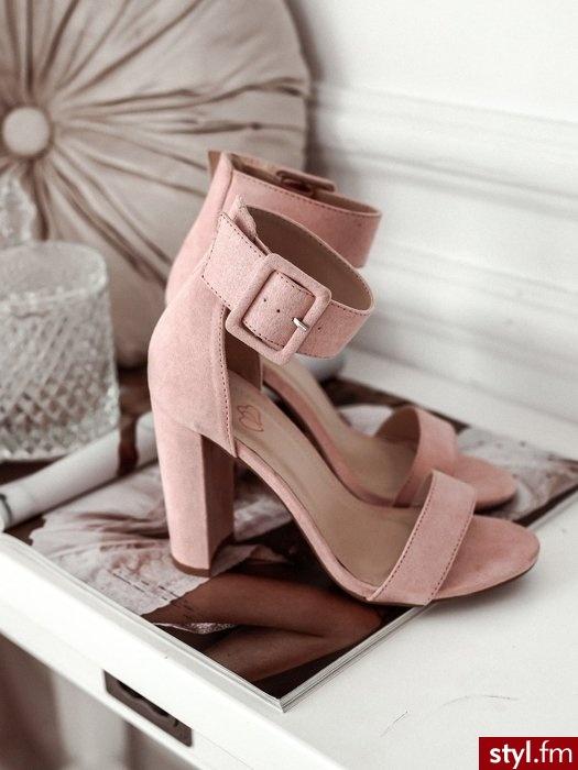 SANDAŁKI NA SŁUPKU Z KLAMRĄ - RÓŻOWE - Sandały Buty Moda