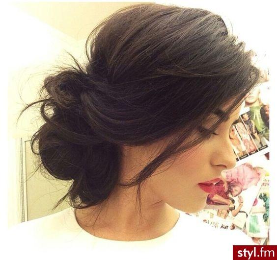 Fryzury Brązowe Włosy Fryzury średnie Wieczorowe Kręcone Z