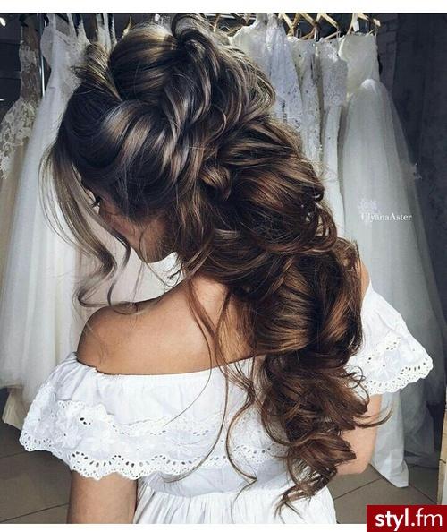 Upięcie Kręcone Ślubne Długie Fryzury