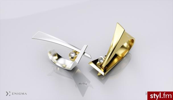 Dążąc do ideału, należy poznać wzór, który posłuży do stworzenia pięknych przedmiotów.  Projektowanie niecodziennych pierścionków, obrączek, czy też zawieszek, wymaga od artysty rozszyfrowania każdej linii, gry świateł i cieni. Impressimo.pl - Pierścionki Biżuteria Moda